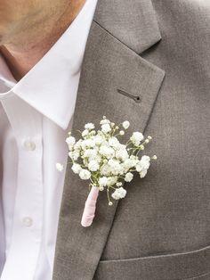 Hochzeits-Boutonniere aus Schleierkraut