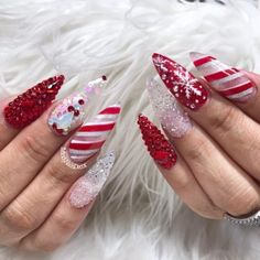 Here are the best Christmas acrylic nails designs, cute Christmas nails and red Christmas nails 2018 that We've Cherry Picked, to act as an inspiration for you! Holiday Nail Designs, Toe Nail Designs, Acrylic Nail Designs, Fingernail Designs, Nails Design, Cute Christmas Nails, Holiday Nails, Chistmas Nails, Perfect Nails