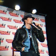 "Ian Somerhalder - 10/04/16 - ""The first two years of filming were really special. Season One is my favorite"" iansomerhalder #WSNashville https://twitter.com/WalkrStalkrCon/status/719212364814544896 - Twitter / Instagram Pictures"