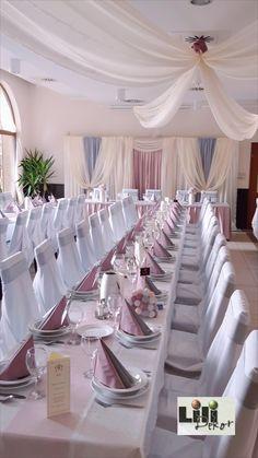 Már sokszor említettem, hogy amikor színeket választunk az esküvői dekorációhoz, akkor azok aránya is fontos. Itt gy krém  és fehér hangsúlyos dekoráció készült. Sokkal világosabbnak tűnik így a terem, mintha a szürkéből lenne több.  Mindig figyelj a színek mennyiségeire. #lilidekor #kertvendeglocsongrad Wedding Decorations, Table Decorations, Home Decor, Decoration Home, Room Decor, Wedding Decor, Home Interior Design, Dinner Table Decorations, Home Decoration