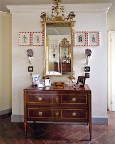 Christies Auction - Nobel & Private Collections - 2/3 November 2016 - London - commode - Antiques - Classic - gilt wood - mirror - louis XVI
