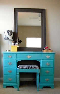 Lovely Life: Desk Turned Makeup Vanity - some day if my Dad doesn't care that I paint his desk. Make Up Desk Vanity, Vanity Redo, Diy Vanity Mirror, Diy Makeup Vanity, Vanity Ideas, Makeup Desk, Teal Makeup, Turquoise Makeup, Blue Vanity
