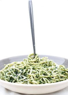 SPAGHETTI WITH SPINACH SAUCE - Erren's Kitchen - This recipe is a super simple, quick, healthy and really flavorful!