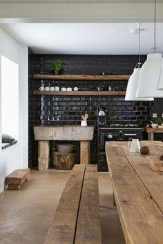 küche rustikale möbel schwarze fliesen