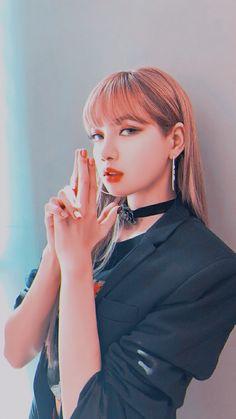 Let's kill this love lisa👍🏻 Jennie Blackpink, Blackpink Lisa, Kpop Girl Groups, Kpop Girls, Lisa Blackpink Wallpaper, Black Pink Kpop, Blackpink Photos, Kim Jisoo, Blackpink Fashion