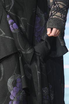Autumn/winter 2014 by Yohji Yamamoto. Autumn Winter Fashion, Fall Winter, Yoji Yamamoto, Aw 2014, Textiles, Fashion Details, Fashion Design, Runway Fashion, Womens Fashion
