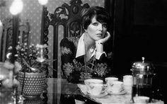 Joan Collins (1974)