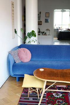 Kirppisrakkautta Lounge, Couch, Furniture, Home Decor, Chair, Airport Lounge, Drawing Rooms, Settee, Decoration Home