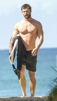 21 Chris Hemsworth Shirtless Photos That Will Do Unspeakable Things to Your Body Chris Hemsworth Shirtless, Shirtless Hunks, Liam Hemsworth, Chris Evans Tumblr, Chris Evans Funny, Snowwhite And The Huntsman, Hemsworth Brothers, Celebrity Bodies, Chris Evans Captain America