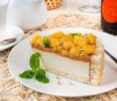 Йогуртовый торт с карамелью и яблоками