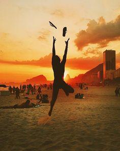"""Sabe aquele #orgulho de ser CARIOCA? E não importa se é de nascimento ou de coração! Eu AMO o #Rio e vivo isso intensamente! """"Que 2016 você seja MUITO feliz! E se for triste, pensa que é mentira e tenta de novo!"""" Mais um click carioquíssimo do @ighelal"""