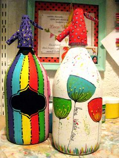 SIFONES VIDRIO DECORADOS A MANO Wine Bottle Crafts, Bottle Art, Bottles And Jars, Glass Bottles, Decoupage Glass, Hand Painted Wine Glasses, Recycled Bottles, Flower Pots, Christmas Bulbs