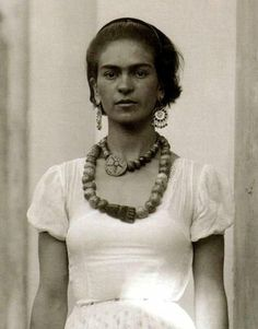 Rare and Revealing Photos of Frida Kahlo and Diego Rivera Diego Rivera, Frida E Diego, Frida Art, Tanz Poster, Foto Portrait, Portraits, Mode Inspiration, Belle Photo, Amazing Women