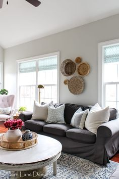 Modern farmhouse living room ideas that is also kid friendly. How to decorate your family room so it's stylish and family friendly. Living Room Modern, Living Room Decor, Bedroom Decor, Affordable Furniture, Affordable Home Decor, Family Room Decorating, Decorating Ideas, Interior Decorating, Decor Ideas