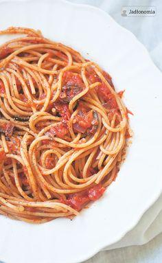 Ulubiony makaron z sosem pomidorowym » Jadłonomia · wegańskie przepisy nie tylko dla wegan