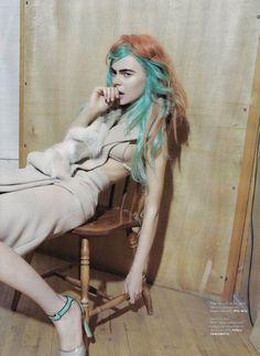 Two-tone hair, aqua/marmalade (Kinga Rajzak by Viviane Sassen) Turquoise Hair, Teal Hair, Red Hair Color, Pastel Hair, Mint Hair, Viviane Sassen, Candy Hair, Bright Hair Colors, Colorful Hair