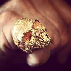 Chris Anderson skull ring love skulls get your skulls. Unusual Wedding Rings, Wedding Rings For Women, Unique Rings, Rings For Men, Skull Jewelry, Jewlery, Skull Rings, Gold Jewelry, Moda Geek