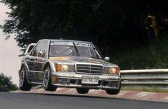 Keke también sabía volar en el Nordchleife... Mercedes 190 Evo, Mercedes Benz Cars, Skyline R33, Mercedes Wallpaper, Volvo 850, Benz E, Old School Cars, Classic Mercedes, Evolution