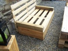 more pallet furniture.... yay!