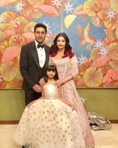 Aishwarya Rai Bachchan and Abhishek Bachchan's sartorial choices that makes them the couple to look to for wedding style inspo! Bollywood Stars, Bollywood Fashion, Bollywood Girls, Bollywood Actress, Wedding Guest Looks, Wedding Day, Wedding Reception, Wedding Photos, Bachchan Family