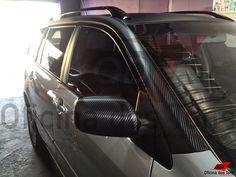 Personalização Toyota Fielder 2 tons com envelopamento vinil Fibra de Carbono nos retrovisores, teto, colunas com filetamento especial e aerofólio.