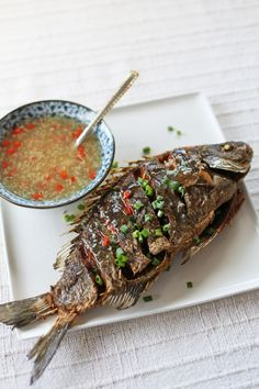 Crispy Fried Fish in Ginger Garlic Sauce - Fish recipes Fish Dishes, Seafood Dishes, Fish And Seafood, Seafood Recipes, Cooking Recipes, Fusion Food, Cambodian Food, Fried Fish Recipes, Ginger Sauce