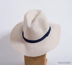 Un soplo de aire fresco que nos haga desear aún más la llegada de la primavera para lucir este lindo sombrero.