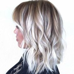 The balayage hair and the short blonde hairstyles are the hottest topics in this year! You can see the balayage hair everywhere now. Ombre hair is trendy. Silver Blonde, Silver Hair, Platinum Blonde, Wavy Bob Hairstyles, Bob Haircuts, Blonde Haircuts, Layered Haircuts, Medium Hairstyles, Trendy Hairstyles