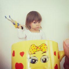 Baby Mugging shot Silly Me, Baby Poses, Mug Shots, Screen Shot, New Trends, Little Girls, Lunch Box, Mugs, Toddler Girls