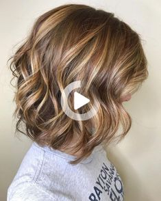 #21: Golden Blonde Wavy Bob If you have shoulder-length layered hair, upgrade it with choppy layers and a golden blonde balayage to give personality to your look. It will also make it easy to wake up and go on the mornings you don't feel like standing in front of the mirror trying to figure out … Medium Layered Haircuts, Cute Hairstyles For Medium Hair, Thin Hair Haircuts, Medium Hair Cuts, Cool Haircuts, Medium Hair Styles, Long Hair Styles, Round Face Haircuts, Layered Lob
