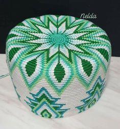 💚 Green Mochila, halfway through! 💚 Yarn: Ice Yarns Camilla Cotton Hook : Pattern by Marion Verloop Tapestry Crochet Patterns, Crochet Wall Hangings, Knitting Paterns, Crochet Quilt, Tatting Patterns, Crochet Stitches Patterns, Crochet Motif, Mochila Crochet, Crochet Market Bag