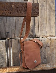 Comfortable strap, lots of pockets, and a secure twist lock on the front flap. Daily Fashion, Buffalo, Messenger Bag, Satchel, Canada, Pockets, Handbags, Leather