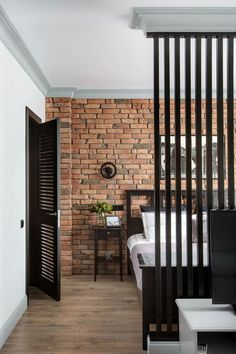 Home Room Design, Home Interior Design, Interior Architecture, Interior Decorating, Halls Pequenos, Brick Wall Decor, Brick Interior, Village House Design, Small Entryways