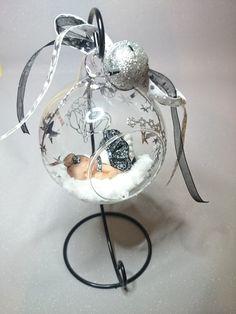 boule de noël en verre et son support personnalisable : Décoration pour enfants par creationbyfeerine