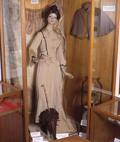 People's Collection Wales - Edwardian bodice and skirt, Porthcawl, c.1900 (image 1 of 2)