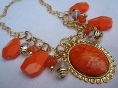 Collar naranja oro