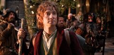 """A nova trilogia baseada na obra de J. R. R. Tolkien, dirigida por Peter Jackson, conta a trajetória do personagem-título Bilbo Baggins, que enfrenta uma jornada épica para retomar o Reino de Erebor, terra dos anões conquistada há muito tempo pelo dragão Smaug.    Os dois primeiros longas da saga são ambientados na """"Terra-Média"""" 60 anos antes de """"O Senhor dos Anéis"""" - também adaptado por Jackson para o cinema."""