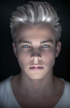 Platinum hair want! This one of the things i would like to my hair. It reminds… - All For Hair Cutes Grey Hair Dye, Dyed Hair, Hair And Beard Styles, Short Hair Styles, Blonde Jungs, Blue Eyed Men, Lucky Blue Smith, Haircuts For Men, Men Hairstyles