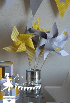 Lot de 10 Moulins à vent couleur jaune gris et blanc décor étoile 15cm : Décoration pour enfants par deco-la-fee-poudree