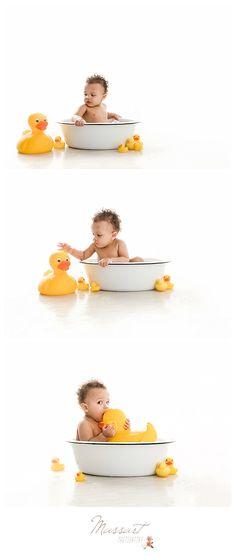 baby bath Bath baby photography photo shoot ideas for 2019 Bubble Bath Photography, Baby Boy Photography, Birthday Photography, Children Photography, Photography Ideas, Cake Photography, Photo Bb, Baby Milk Bath, Foto Newborn