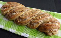 Nusszopf (Rezept von einem Bäckermeister), ein raffiniertes Rezept aus der Kategorie Kuchen. Bewertungen: 41. Durchschnitt: Ø 4,6.