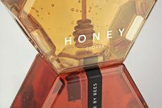 Détails de la typographie du packaging des miels Honey Made by bee.