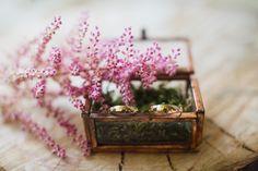 Bakje met mos, takje erbij. // Fotograaf: Nienke van Denderen // Girls of honour