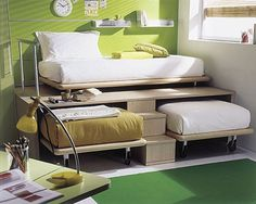 3 twin beds in the space of 1 >> Brilliant for a small home!! Awesome idea!