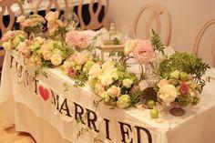 夏の森の木陰、日比谷パレス様のチャペル装花とメインテーブル装花です。朗らかなお二人の雰囲気を伝えられたらと思って花もちょっと遊んでいます。では今日もお疲れ...