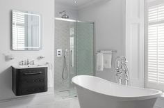 The traditional bathroom look and how to get it Master Suite Bathroom, Mold In Bathroom, Steam Showers Bathroom, Small Bathroom, Bathroom Ideas, Family Bathroom, Glass Bathroom, Bathroom Design Inspiration, Bad Inspiration