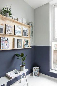 💡 Twee verschillende kleuren op de muur. Een verftechniek waarbij je met de donkere kleur een soort van lambrisering maakt. Mooie verftechniek en uniek resultaat.  Histor climax - Tanja van Hoogdalem  #verftechnieken #verftechniek #histor #verven #schilderen #inrichten #interieur #nieuwhuis #lambrisering #paint