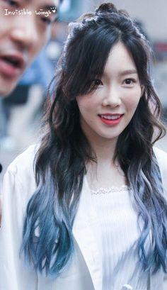 Taeyeon DB4t5WcWAAIxAFp.jpg (432×750)