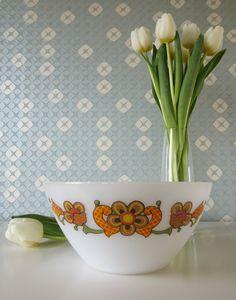 Vintage 70s Milk Glass Bowl by Jena with Retro Orange Floral Design door Vantoen op Etsy
