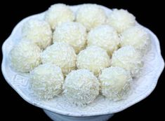 Melt-in-your-mouth white chocolate coconut truffles that are made from only 3 ingredients! Coconut Truffles, Coconut Balls, Candy Recipes, Dessert Recipes, Coconut Candy, Do It Yourself Food, Cream Cheese Brownies, Key Food, Snacks Für Party